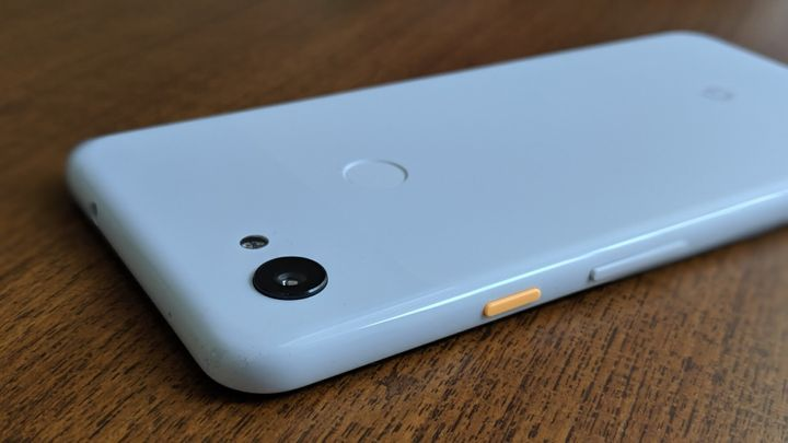 The design of the Google Pixel 3a XL hasn't evolved, and it is still extremely functional, which some people might find boring.