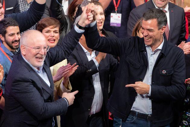 Frans Timmermans y Pedro Sánchez, el pasado febrero en Madrid, en el Congreso del