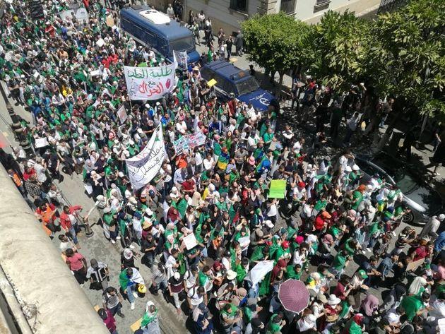 Les étudiants dans la rue pour le 12 mardi : démonstration de
