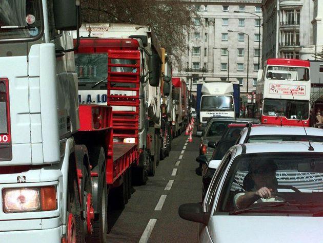 Βρετανία: Ερχονται τα στιγμιαία πρόστιμα για τους