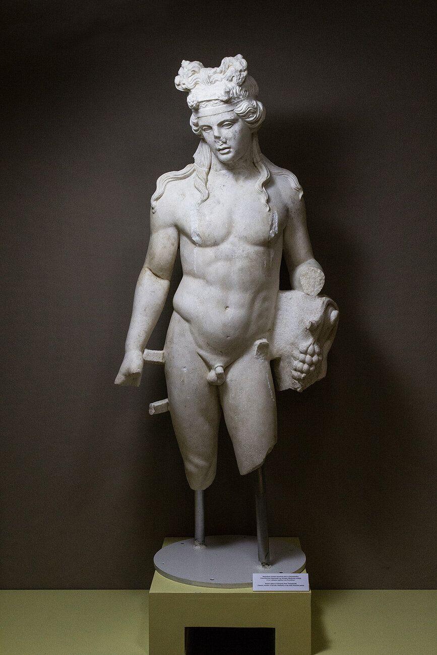 Το άγαλμα του Διονύσου.