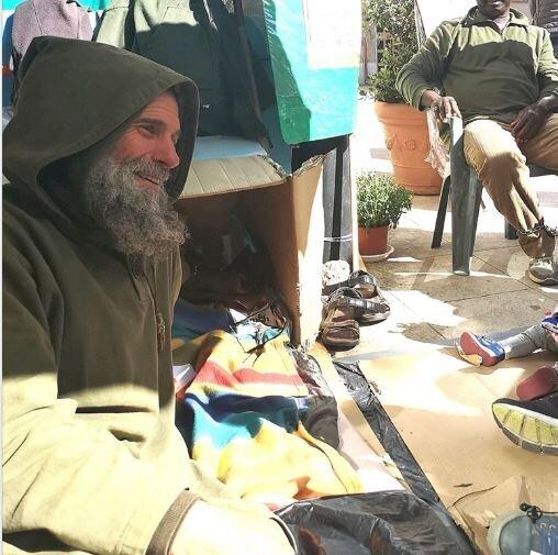 I poveri digiunano per il migrante, a Palermo. E Paul vince la sua