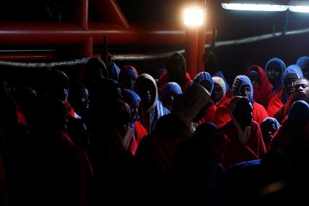 Un grupo de migrantes rescatados en el Estrecho de Gibraltar el pasado enero, a su llegada al puerto...