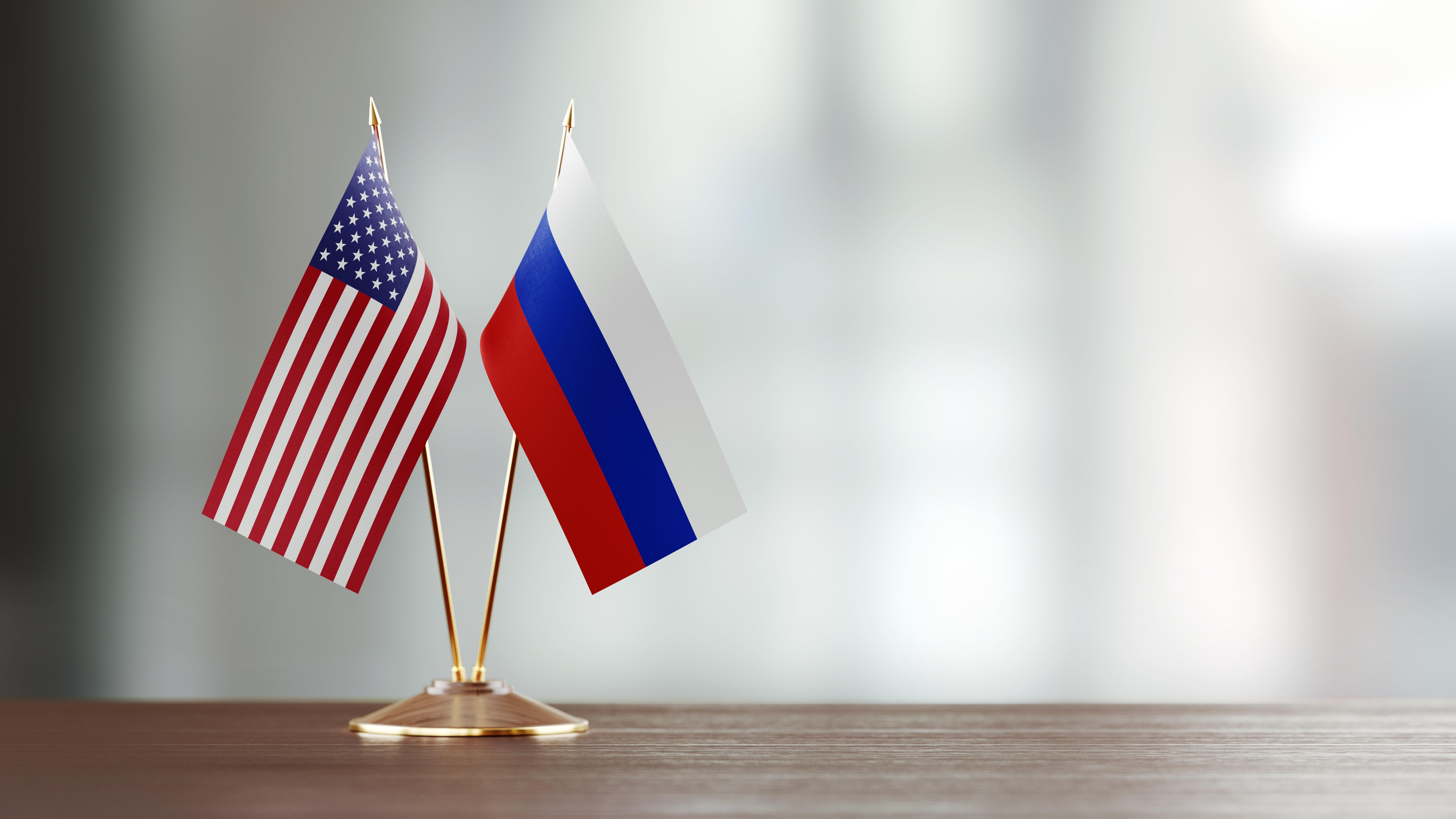 Quelles différences entre les interventions américaines en Irak et en Afghanistan et l'implication russe...