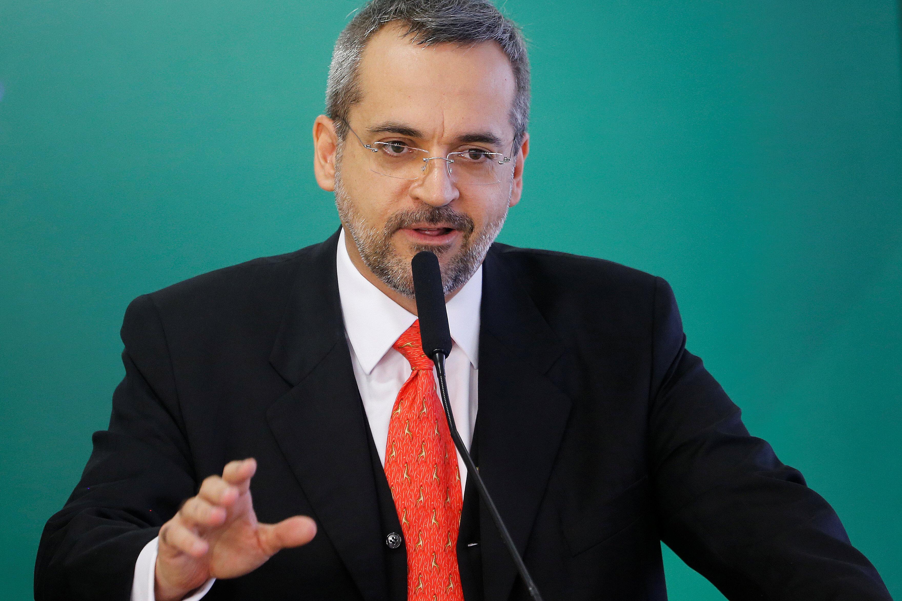 Em derrota do governo, Câmara convoca ministro da Educação para ser sabatinado no