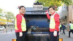 환경미화원들이 쓰레기 수거차량 탄 황교안 대표를