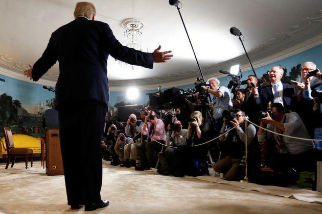 도널드 트럼프 대통령이 백악관에서 이란 핵협정 탈퇴를 선언하는 기자회견을 하고 있다. 2018년