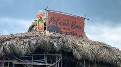 C'è un nuovo lavoro dei sogni disponibile: un bar in mezzo al mare tropicale cerca un