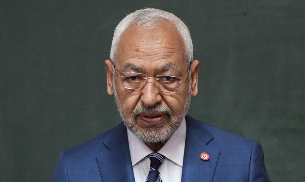 Dans l'avion l'amenant à Paris: Rached Ghannouchi pris à partie par une passagère