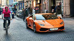 Il chirurgo plastico girava in Lamborghini ma diceva di essere