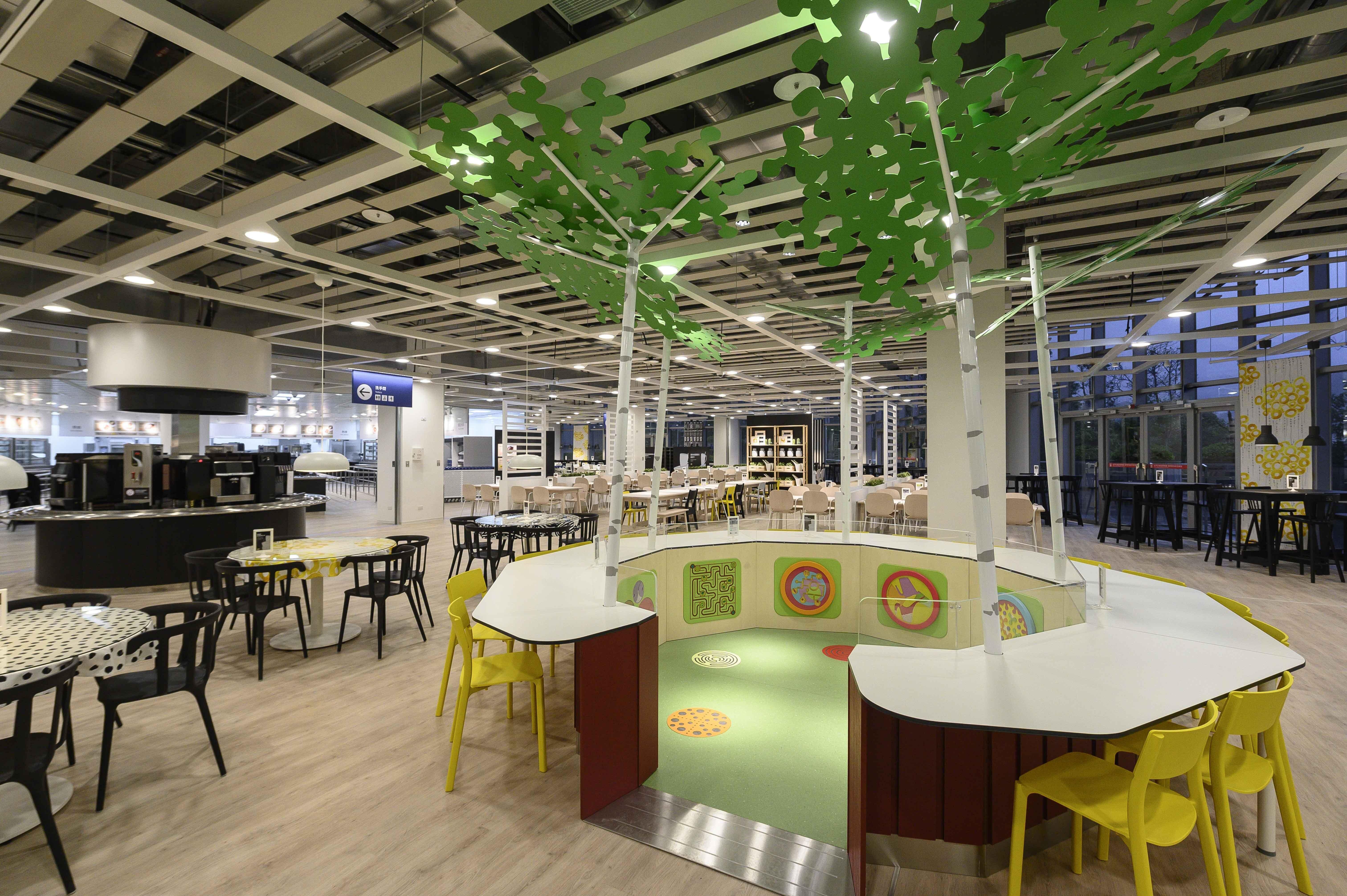 ▲餐廳中間設置遊戲區,孩子可在其中玩耍,家長可以一邊看的孩子一邊安心用餐。廠商提供
