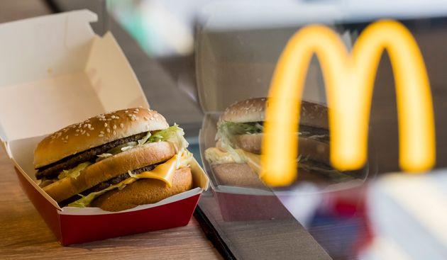 Εάν χάσετε το διαβατήριό σας, πηγαίνετε στα McDonald's - Η συμβουλή πρεσβείας των