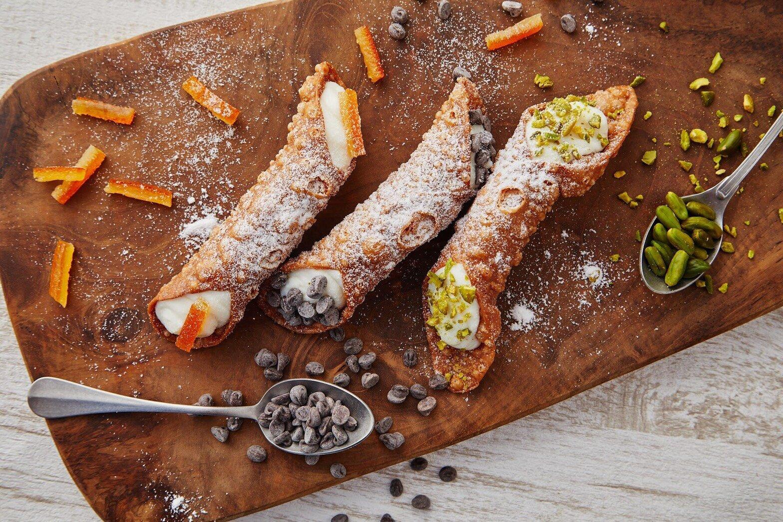 Cannoli卡諾里是西西里島的傳統甜點。