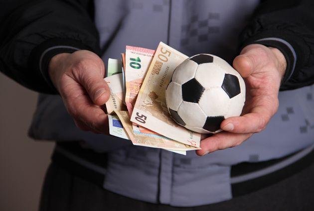 7 Français arrêtés pour des paris suspects sur le match DRB Tadjenanet - ES