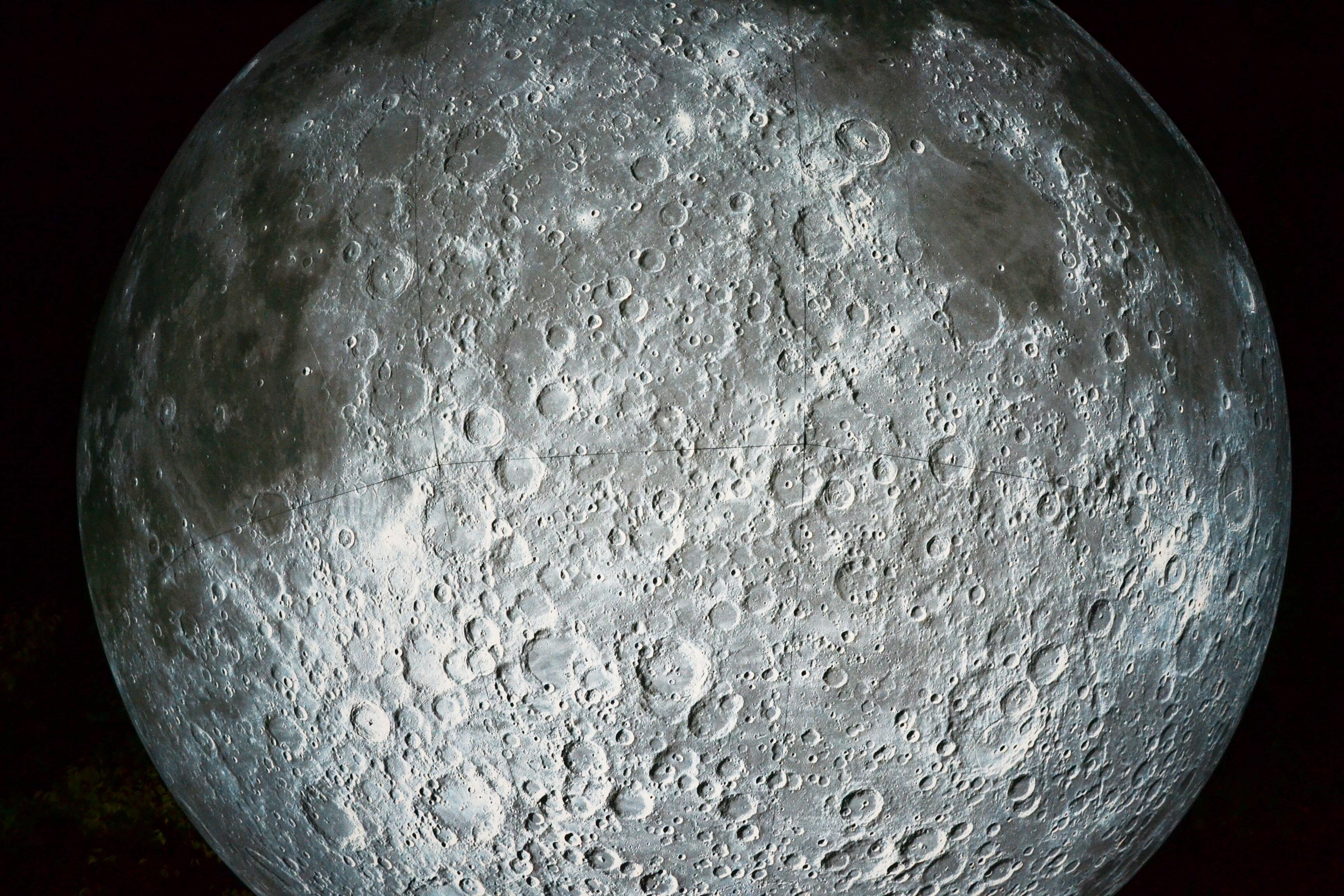 La Luna trema e si sta