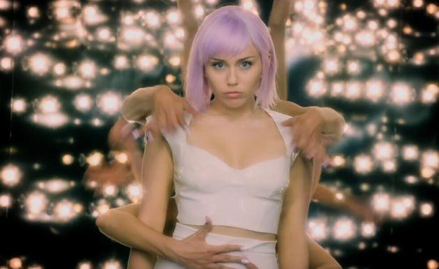 A cantora popMiley Cyrus é uma das atrizes confirmadas na nova temporada de Black