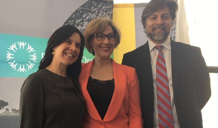 La mairesse de Montréal Valérie Plante avec l'ex-présidente de la Société du parc Jean-Drapeau, Danièle Henkel, et Luc Ferrandez lors d'une annonce en 2018.
