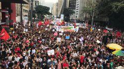 Contra cortes na educação, manifestantes ocupam as ruas de cidades por todo o