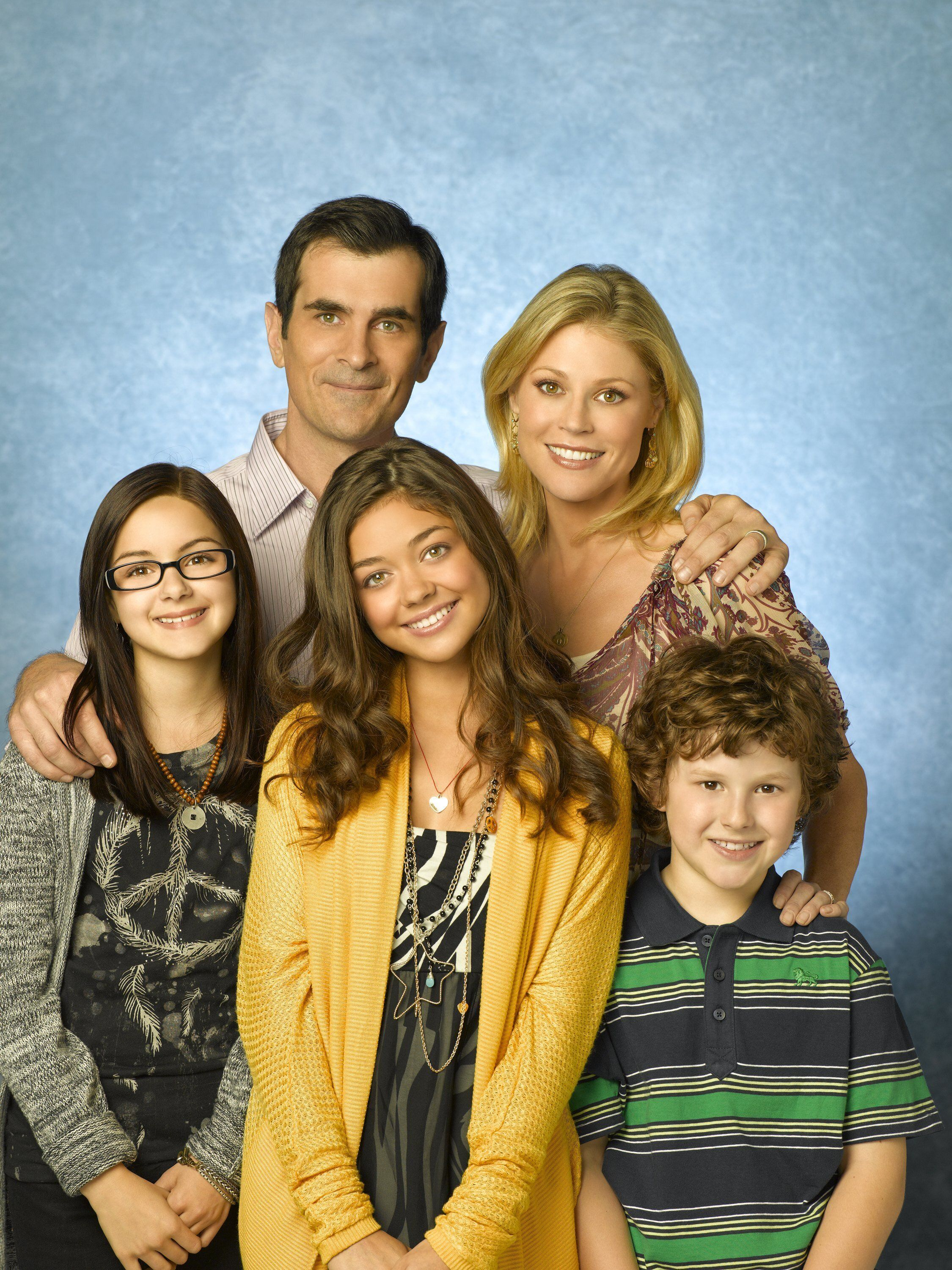 "MODERN FAMILY - ABC's ""Modern Family"" stars Ariel Winter as Alex, Ty Burrell as Phil, Sarah Hyland as Haley, Julie Bowen as Claire and Nolan Gould as Luke. (Bob D'Amico/ABC via Getty Images)"