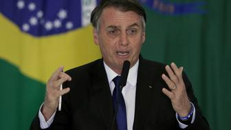 El presidente de Brasil, Jair Bolsonaro, habla durante una ceremonia en Brasilia, el martes 7 de mayo de 2019 (AP Foto/Eraldo Peres)