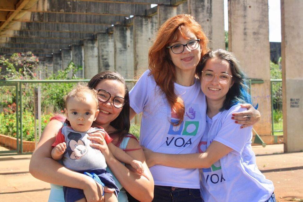 As alunas de psicologia Kelly Regina de Carvalho, 35 anos, e Amanda Regis de Moura, 22 anos, estão...