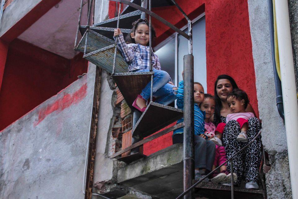 Lorena, de 4 anos, Lívia, de 1, Isaac, de 3, e Maria, de 6, são algumas das crianças que Roselaine cuida atualmente em sua casa.