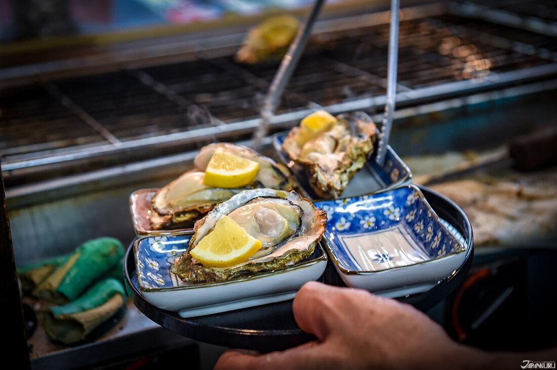 廣島美食牡蠣和檸檬