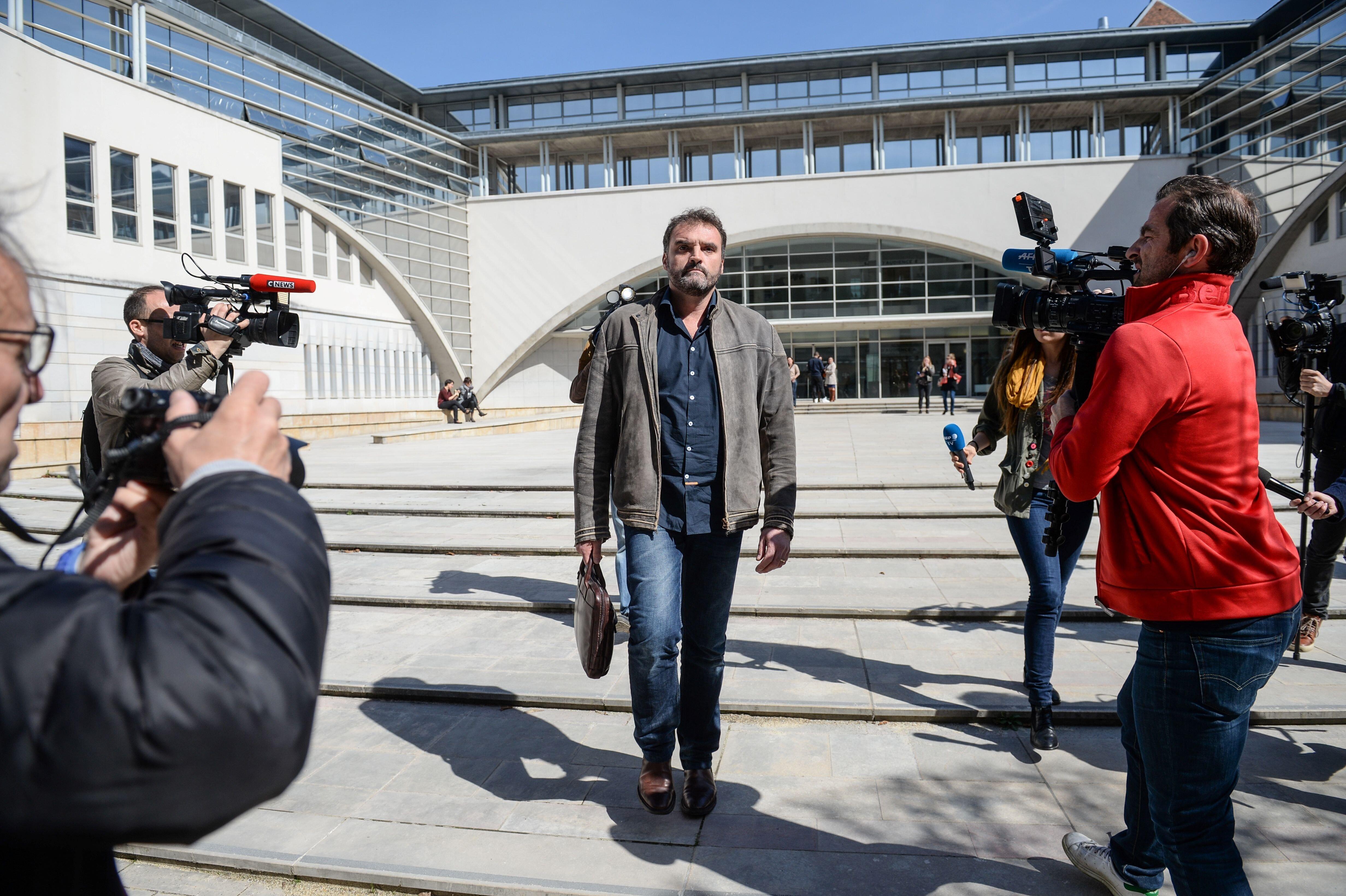 Γαλλία: Γιατρός serial killer κατηγορείται ότι σκότωνε ασθενείς για να τους