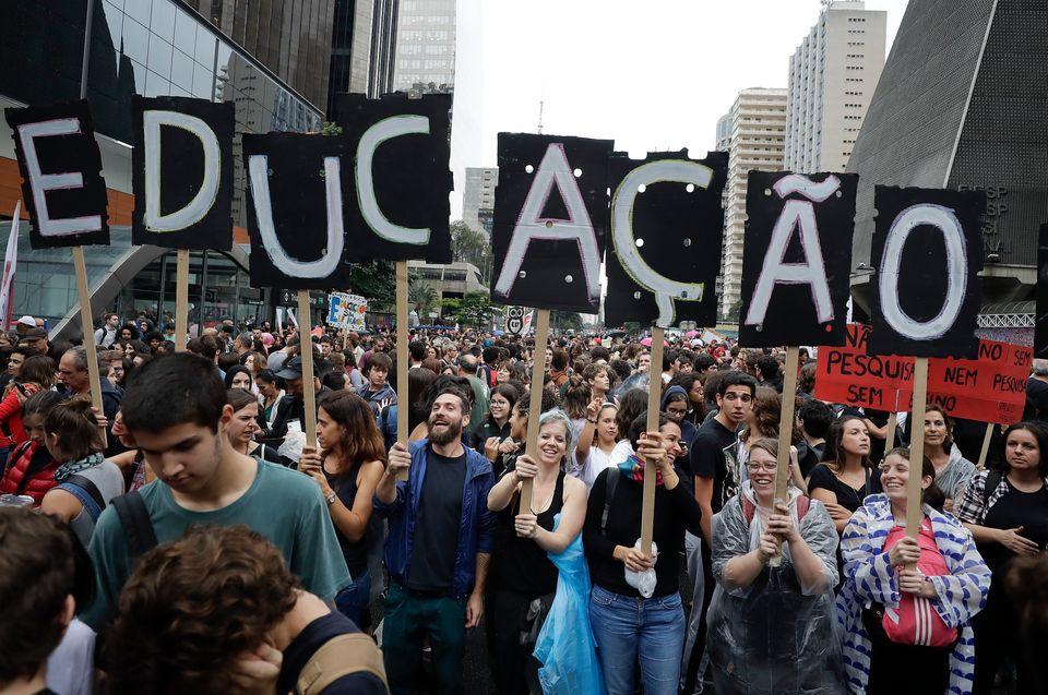 Η πρώτη πανεθνική διαμαρτυρία εναντίον του