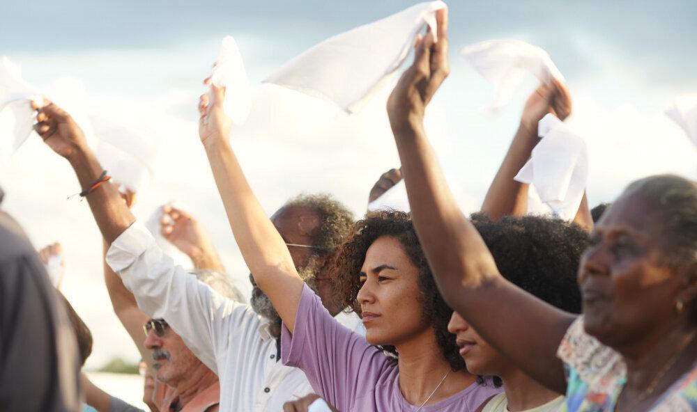 'O Brasil hoje parece uma distopia', diz Kleber Mendonça Filho no Festival de
