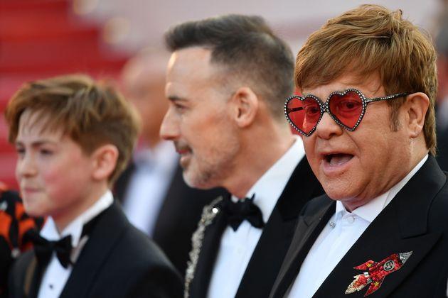 Cannes 2019: Elton John se multiplie pour la montée des