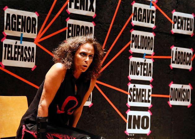 Andréa Beltrão na peça