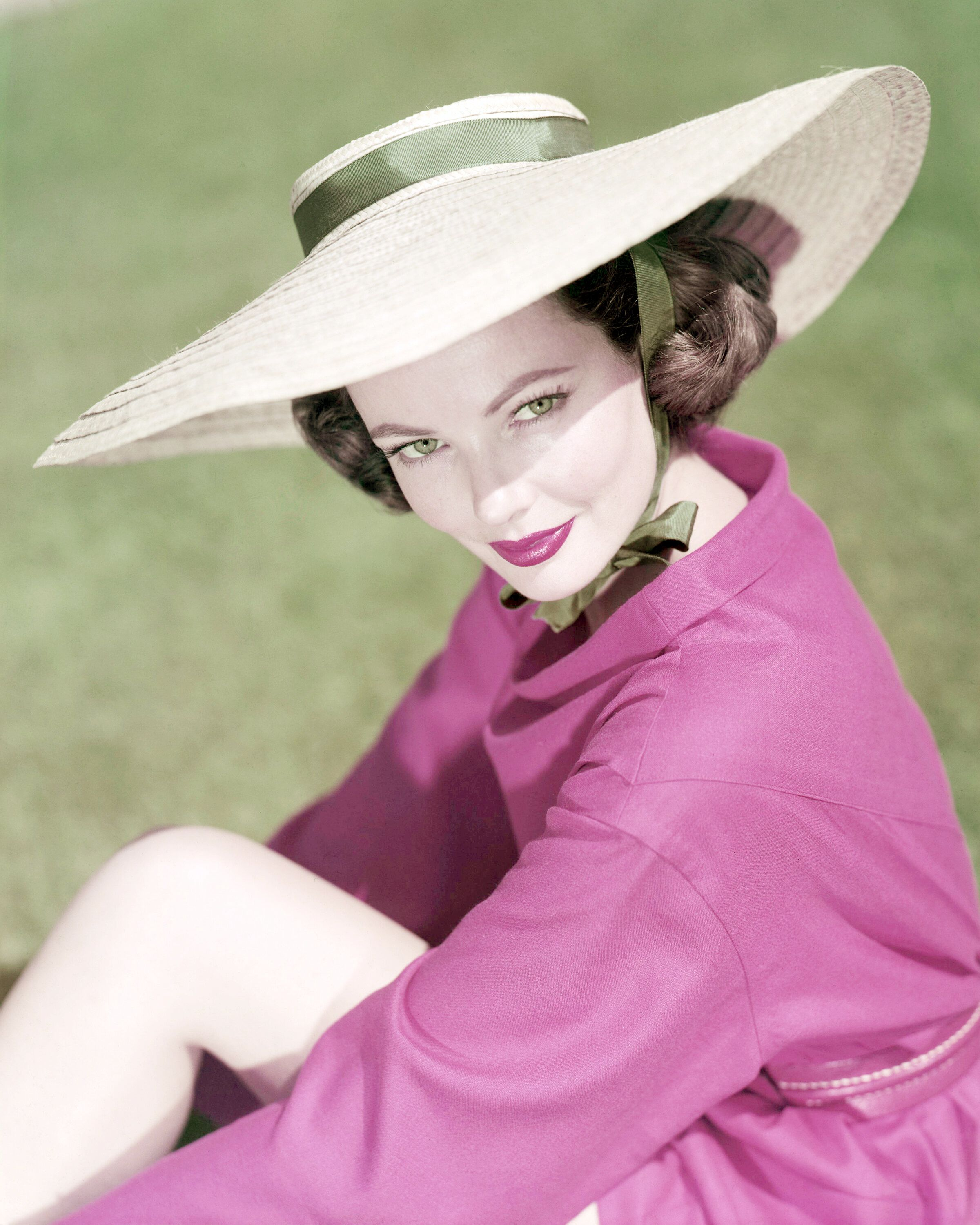 American actress Gene Tierney (1920 - 1991) wearing a wide-brimmed sunhat, circa 1945. (Photo by Silver Screen Collection/Getty Images)