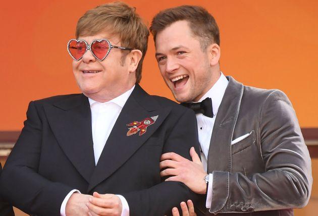 O Elton John da vida real e o atorTaron Egerton, que o interpreta no filme