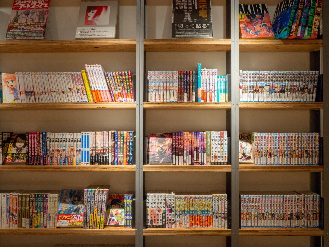 能擁有這樣一面漫畫牆,想必是不少同學們從小的夢想。