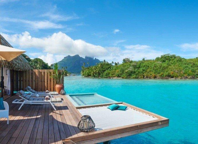 想保證入住這麼夢幻的水上屋,還是最好事先電郵詢問升等價格 (Photo Credit:Conrad Bora Bora Nui)