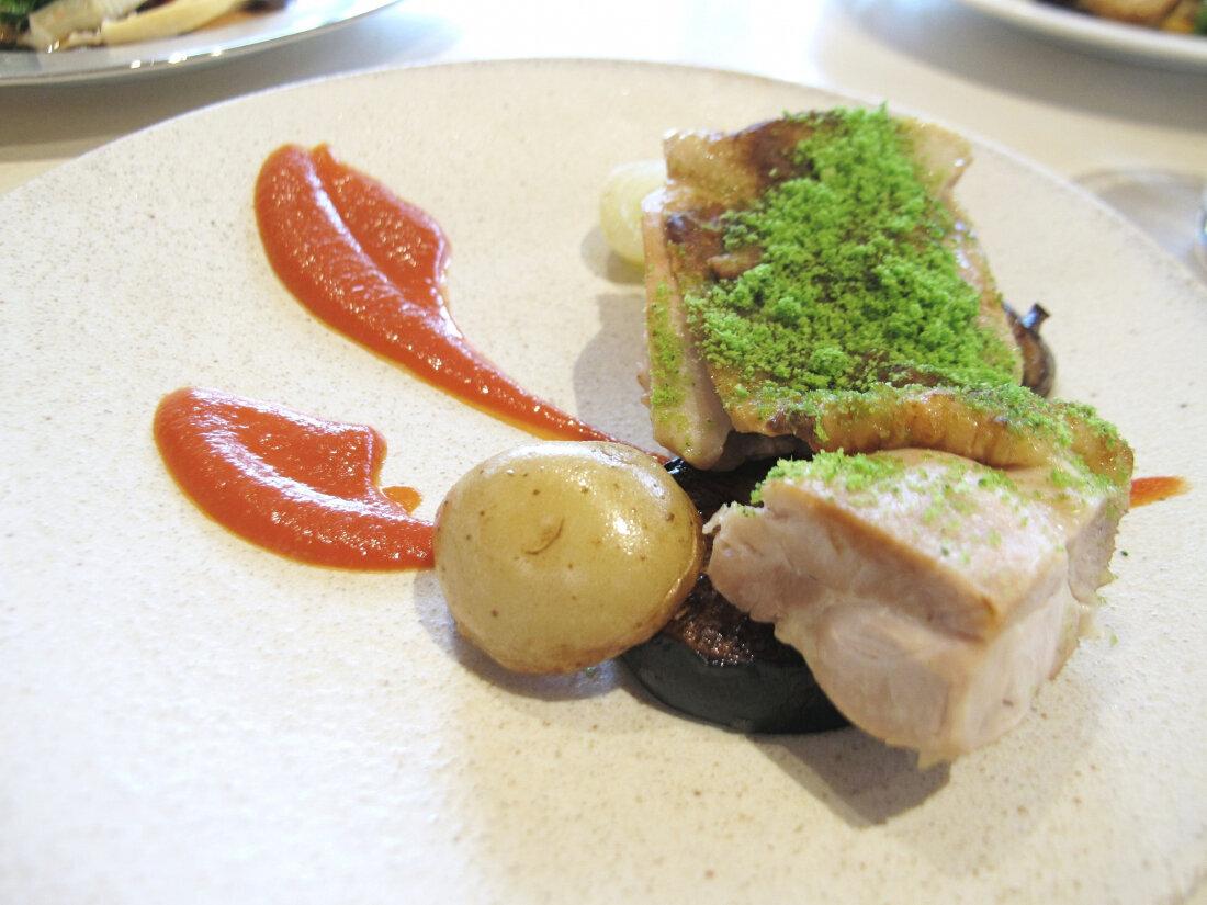 雞腿肉左香草麵包粉 蒸白蘿蔔 仁淀川山椒風味番茄醬汁