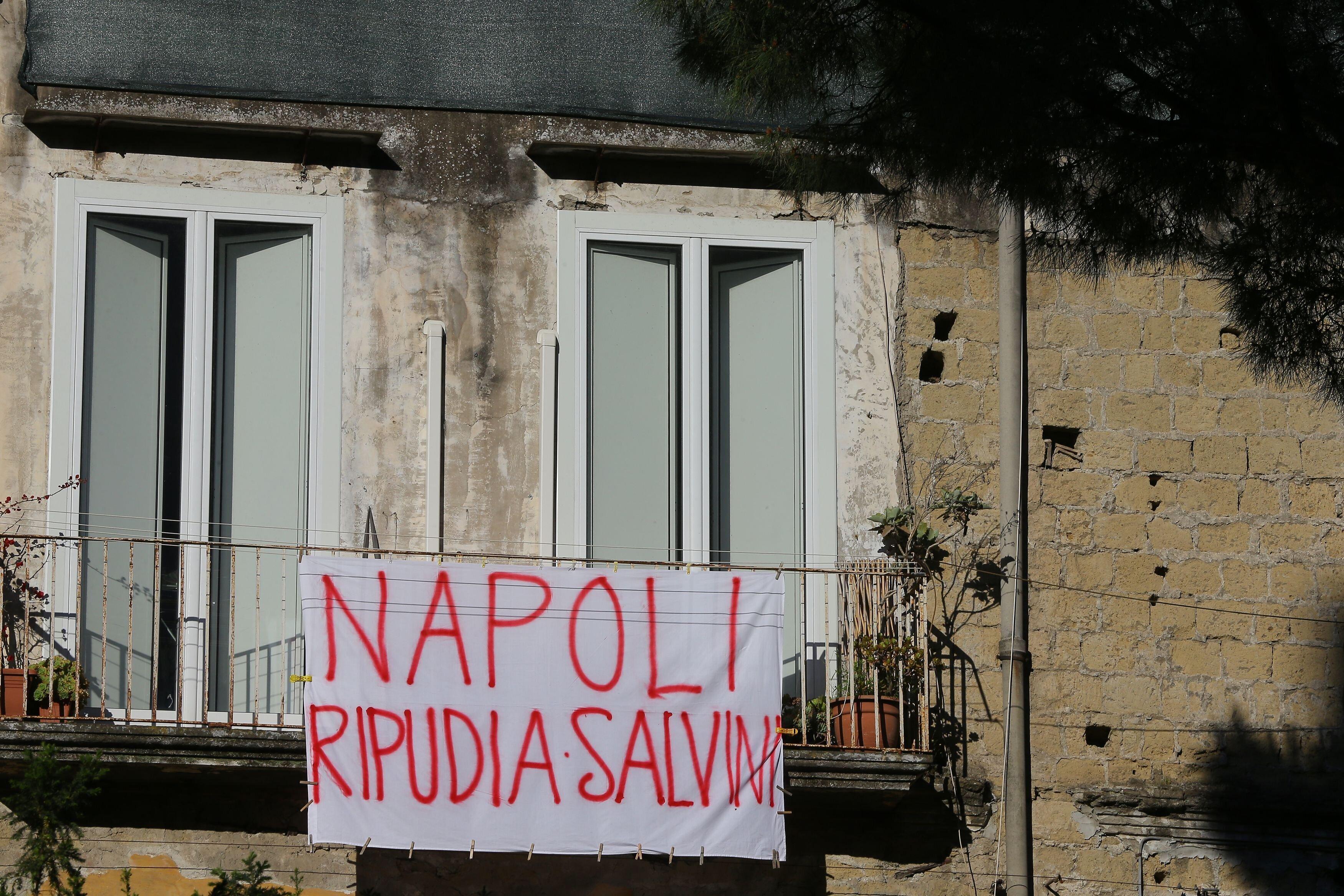 «Ο Νότος δεν είναι με τη Λέγκα» - Διαδηλώσεις στη Νάπολη κατά την επίσκεψη