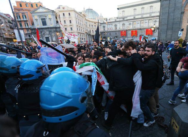 Διαδηλώσεις και επεισόδια στη Νάπολη κατά την επίσκεψη