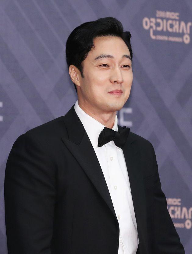 '데뷔 후 첫 공개 열애' 소지섭이 팬들에게 편지를