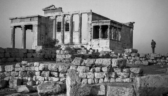 Παράταση της εξαιρετικής έκθεσης του Ρόμπερτ ΜακΚέιμπ στην Αρχαιολογική