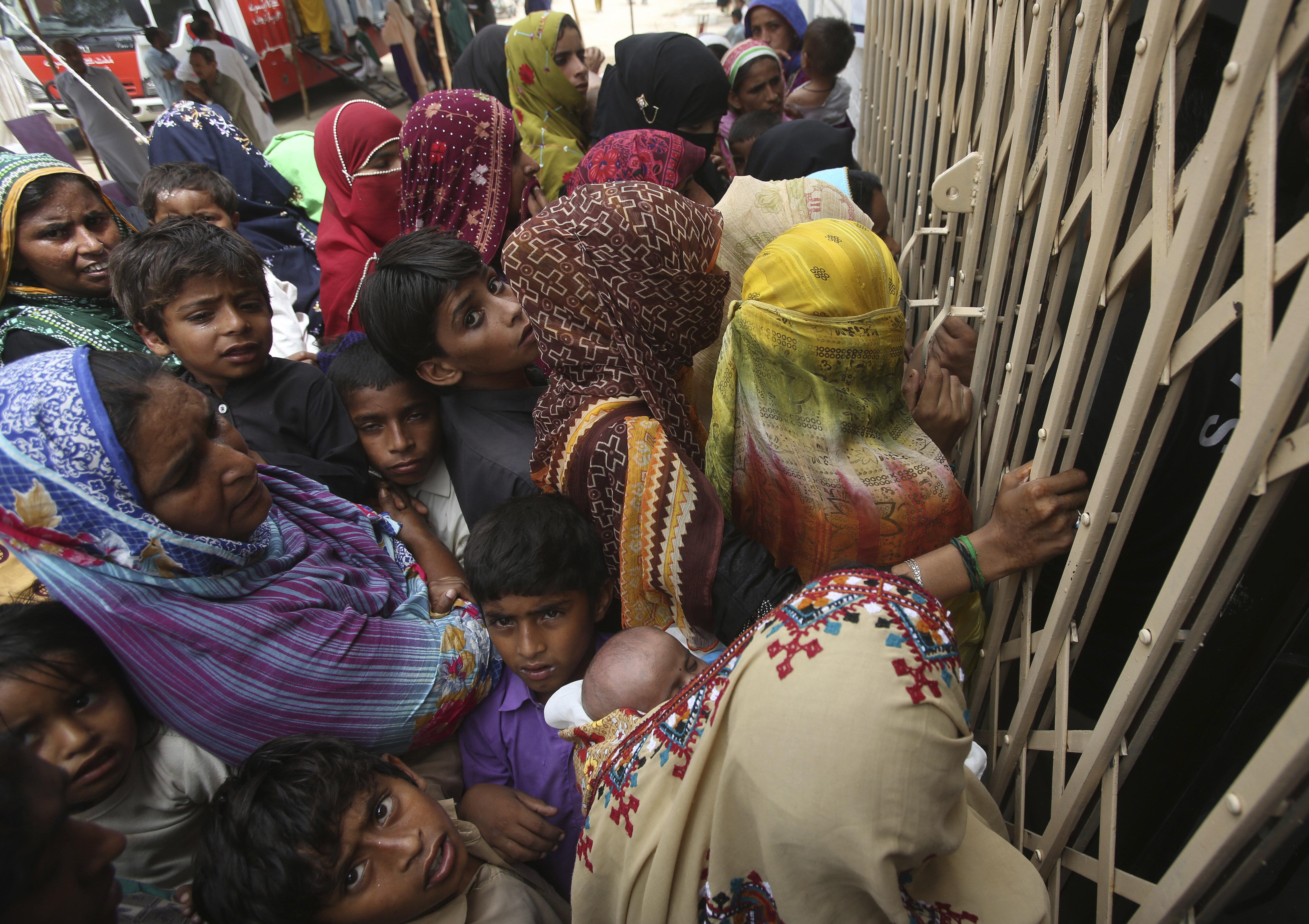 Medico pakistano arrestato con l'accusa di aver infettato con l'Hiv oltre 430