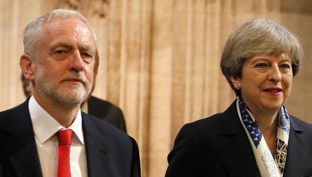 Jeremy Corbyn et Theresa May après le discours de la reine, à Londres, en juin