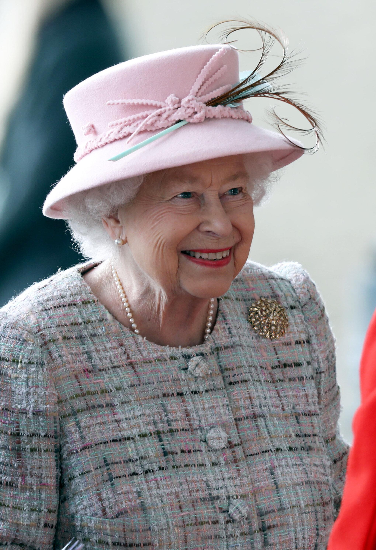 Ασχολείστε με τα social media; Η Βασίλισσα Ελισάβετ προσλαμβάνει