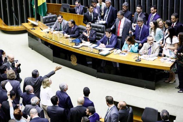 Bancada do PSL toda votou contra a convocação do ministro da Educação, Abraham...