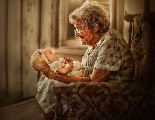 조부모와 손주들이 함께 담긴 사랑스러운