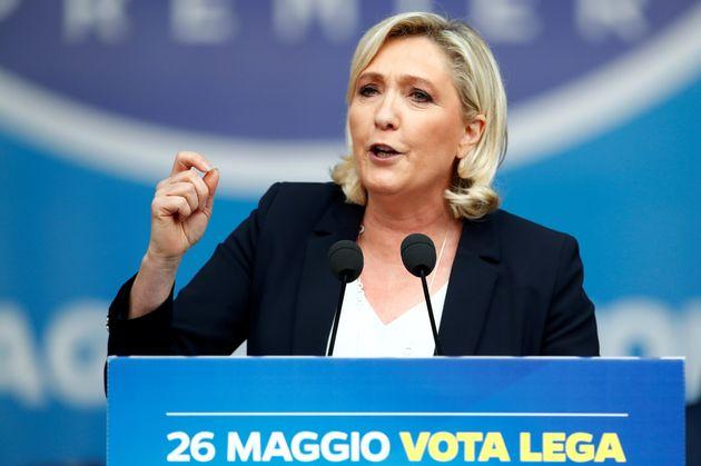 Marine Le Pen tenta di uscire