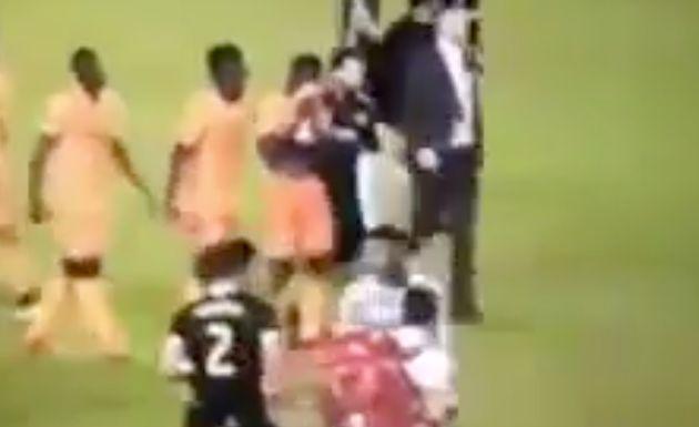 Un futbolista se entera al término de un partido de que su padre ha