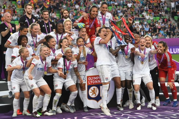 Les joueuses lyonnaises célébrant leur 6e Ligue des Champions à Budapest le 18 mai