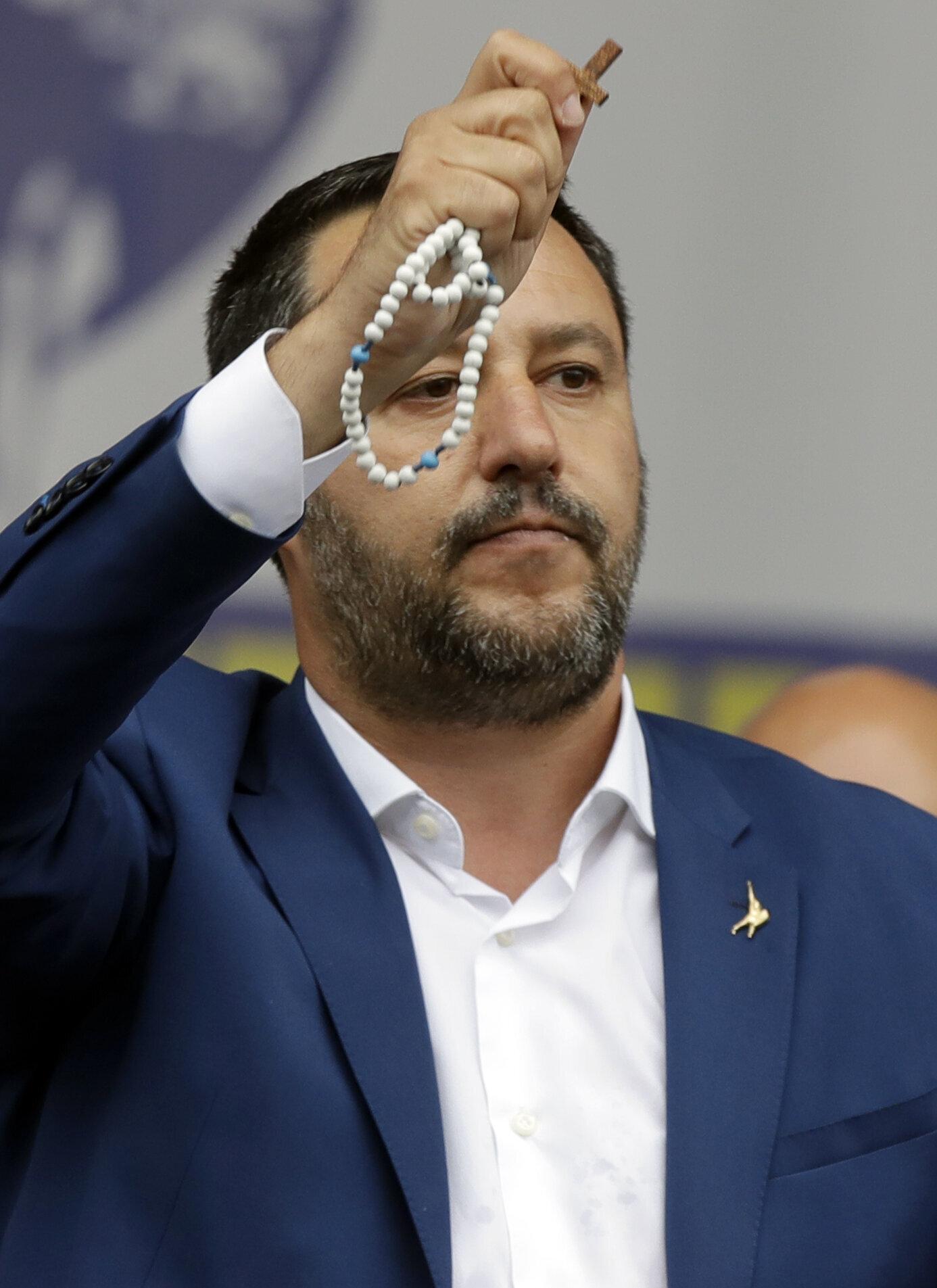 Ma vuoi vedere che Salvini non si sente più amato? (BLOG di Lucia